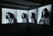 Des portraits photos d'Anne Frank sont exposés auMusée Anne Frank, à Amsterdam (Pays-Bas), le 21 novembre.