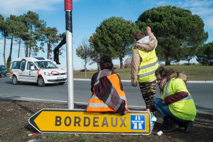 Au rond-point de la Garosse, près de Bordeaux, le 22 novembre.