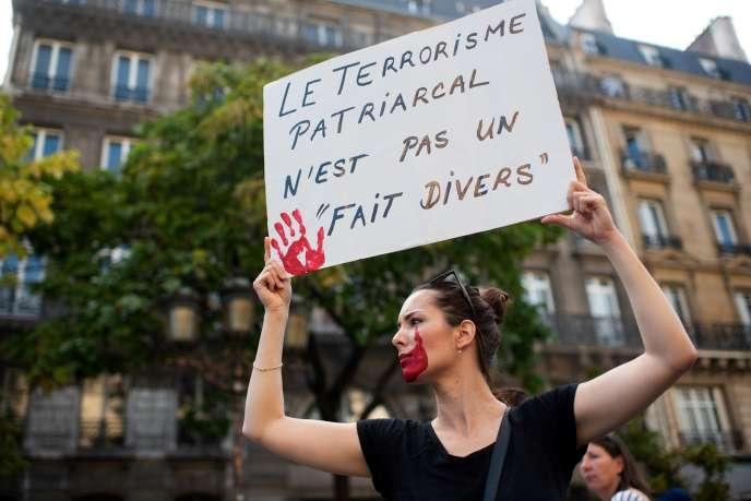Manifestation organisée par l'actrice Muriel Robin pour dénoncer le sexisme et les violences sexuelles contre les femmes, à Paris, le 6 octobre.