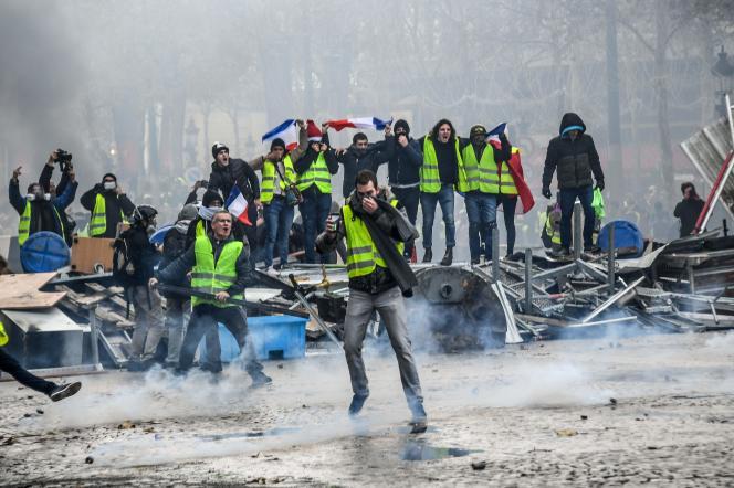 Les affrontements ont été nombreux, 24 novembre, sur les Champs-Elysées à Paris entre manifestants et forces de l'ordre.