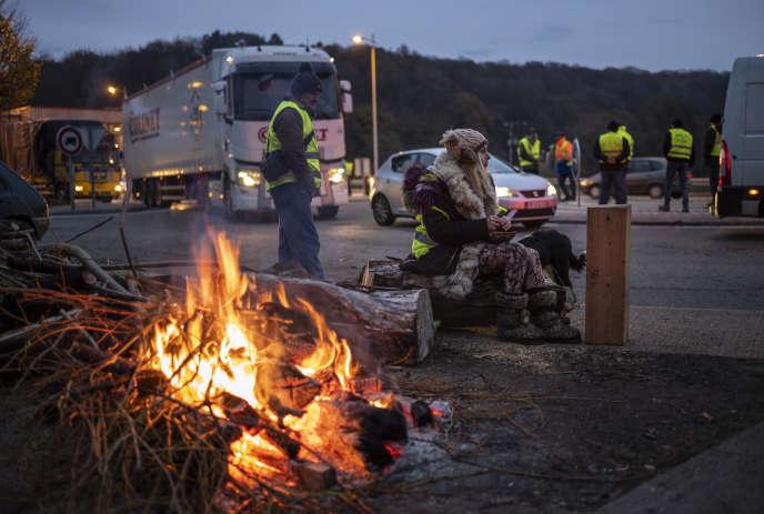 Au péage de l'A36 près de Baume-les-Dames (Doubs), vendredi 23 novembre.