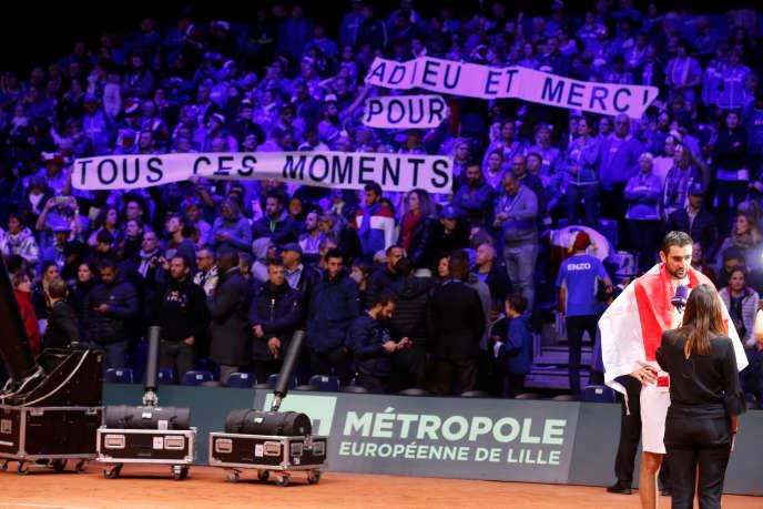« Adieu et merci pour tous ces moments»,« RIP Davis Cup»,« ITF m'a TUER», pouvait-on lire dans les tribunes du stade Pierre-Mauroy de Villeneuve-d'Ascq, dimanche 25 novembre.