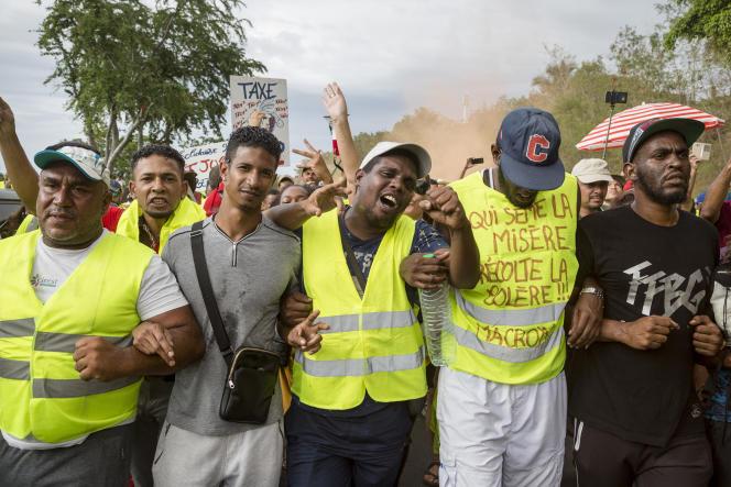 A La Réunion, manifestation citoyenne de« gilets jaunes»dans la ville du Port, le 24 novembre.