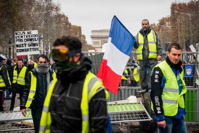 Près de l'arc de Triomphe durant le rassemblement des «gilets jaunes», le 24 novembre, à Paris.