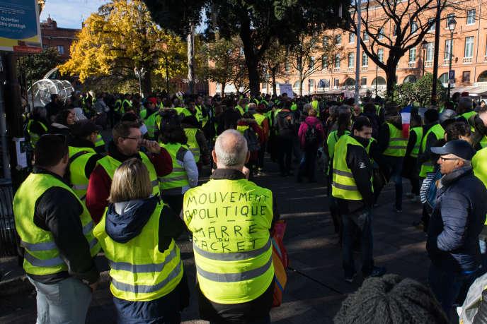 Manifestation du mouvement citoyen des «gilets jaunes» au centre-ville de Toulouse, le 24 novembre.