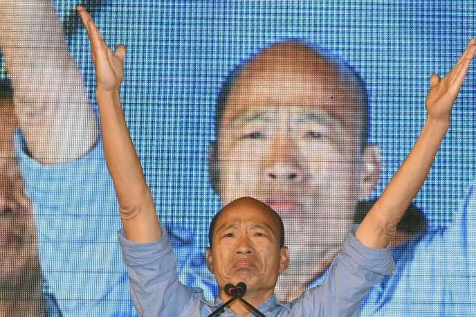 Le leader du Parti nationaliste chinois (KMT), Han Kuo-yu, face à ses supporteurs après la victoire de son parti aux élections locales, à Taipei, le 24 novembre.