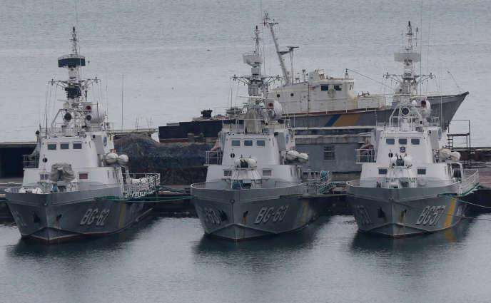 Des navires des gardes-côtes ukrainiens, à Odessa, le 26 novembre.