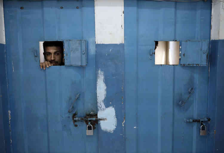 Le centre de détention de Zeitoun est un poste de police où les gardés à vue, à l'origine, ne demeuraient que 10 jours au maximum. Dorénavant, les peines courtes peuvent aussi être exécutées ici, en raison de la surpopulation carcérale à Gaza.