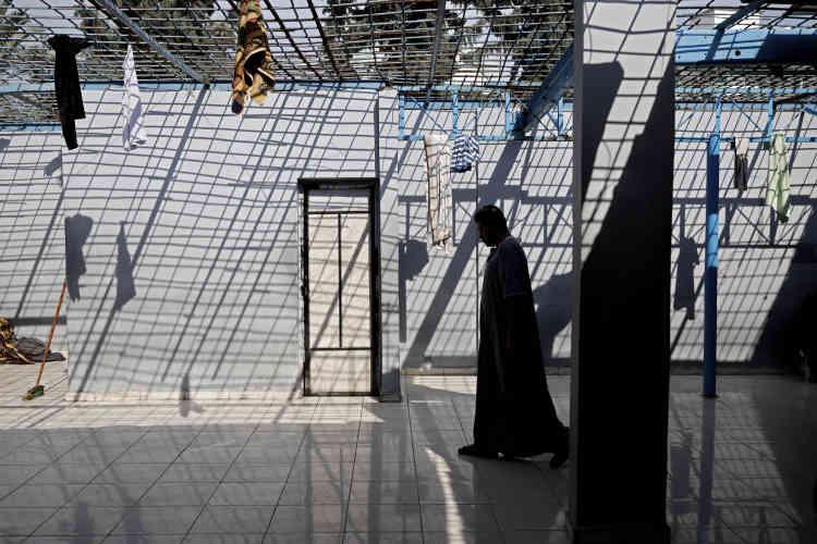 Le 7 novembre, dans le centre de rétention de Zeitoun, faubourg de Gaza-ville. La prison guette tous ceux qui ne parviennent pas à assurer un remboursement, même symbolique, de leur crédit. La peine maximale est de 91 jours par an pour ce délit, reconductible.