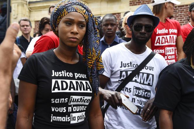 Assa Traoré, la sœur d'Adama, mort en 2016 durant son interpellation, lors d'une marche, à Beaumont-sur-Oise, le 22 juillet 2017.