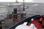 Sur cette image tirée d'une vidéo diffusée par le Service fédéral de sécurité de la Russie, on voit un navire russe percuter un remorqueur ukrainien, dans le détroit de Kertch, le dimanche 25 novembre 2018.