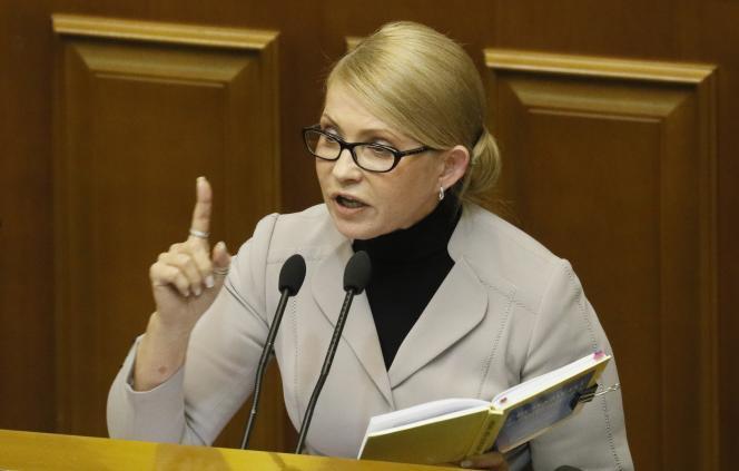 L'ex-première ministre ukrainienne Ioulia Timochenko, s'adresse auParlement, à Kiev, le 26 novembre.