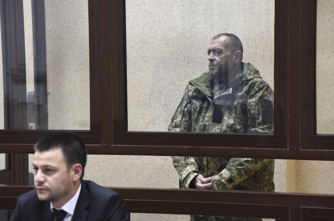 L'un des marins ukrainiens capturés par les services de sécurité russes, devant le tribunal de Simferopol (Crimée), le 27 novembre 2018.