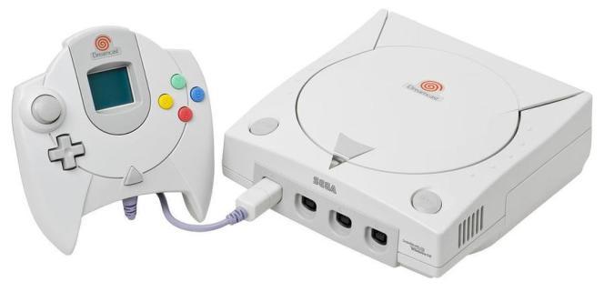 La Dreamcast et son étonnante manette à écran intégré, précurseuse de bien des innovations des années 2000.