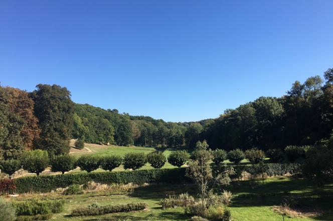 Vue du vallon de Port-Royal, près de Chevreuse, dans les Yvelines, avec, au premier plan, les jardins associatifs.