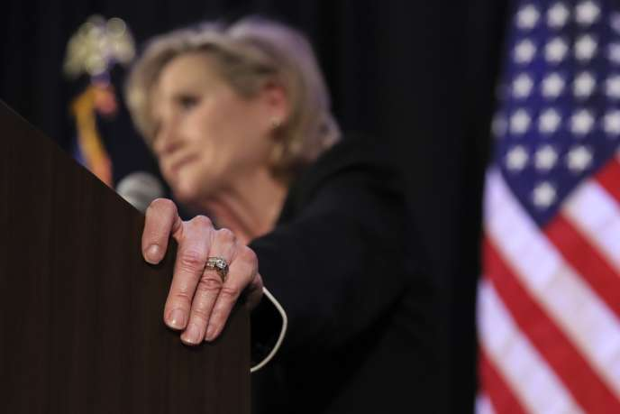 Cindy Hyde-Smith après sa victoire au Sénat américain, le 27 novembre à Jackson, dans le Mississippi.