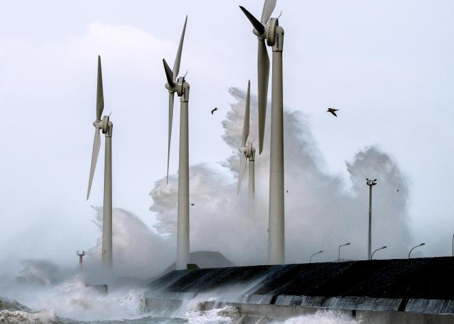 Un parc d'éolien en mer à Boulogne-sur-mer ( Pas-de-Calais), le 8 février 2016.