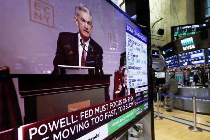 Jerome Powell,le président de la Réserve fédérale américaine, sur un écran de télévision au New York Stock Exchange, à New York, le 28 novembre.