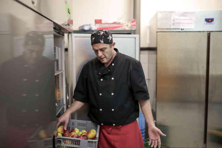 Patrice Michalon, 41 ans, a travaillé douze ans à la tête d'un restaurant lyonnais, puis trois ans dansles cuisines de Sanofi.