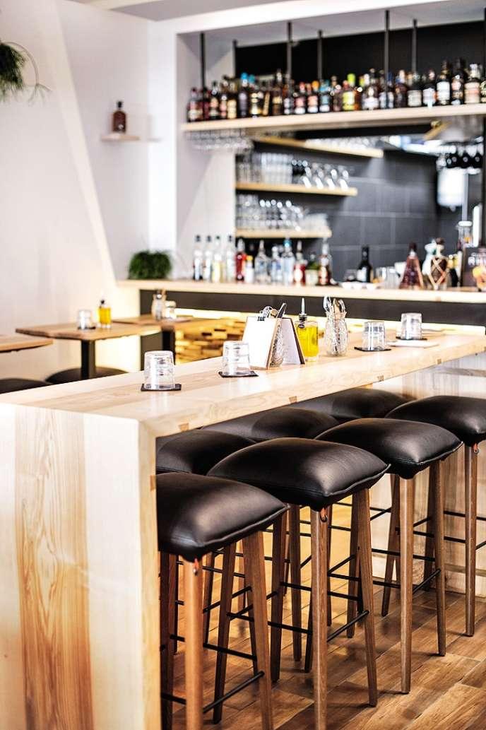 Chez Bô, les assiettes créoles se dégustent accompagnées de cocktails à base de rhum.