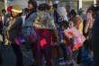 Des migrants centraméricains attendent une distribution de nourriture, à Tijuana, dans l'Etat mexicain deBasse-Californie, le 25 novembre.