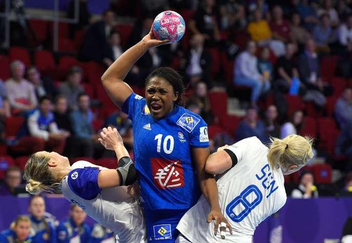 La joueuse Grâce Zaadi, au centre, en novembre 2018.