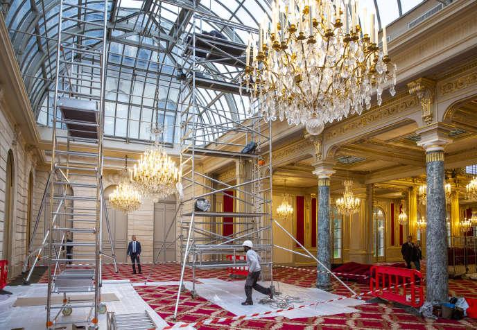 Travaux dans le Jardin d'Hiver attenant à la salle des Fêtes du palais de l'Elysée, le 22 novembre.