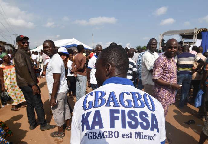 Un partisan de la coalition d'opposition Ensemble pour la démocratie et la souveraineté, comprenant le FPI de l'ex-président ivoirien Laurent Gbagbo, à Abidjan, le 28 juillet 2018.