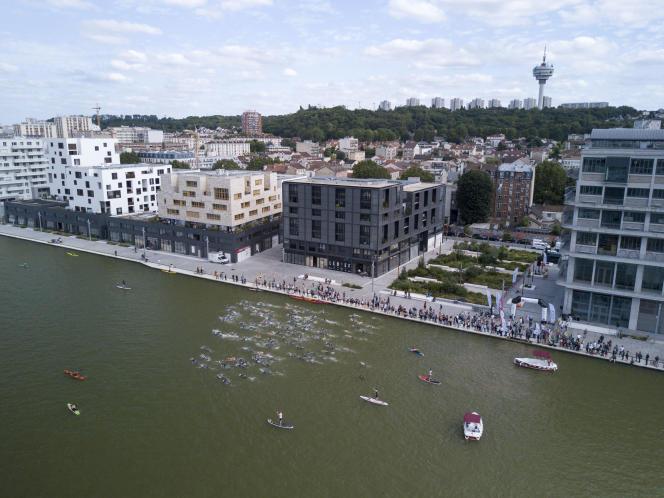 Le canal de l'Ourcq, à Pantin (Seine-Saint-Denis).