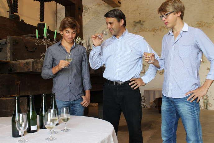 Gilles Lancelot et ses fils, Julien et Barthélemy, au domaineLancelot-Pienne, à Cramant.