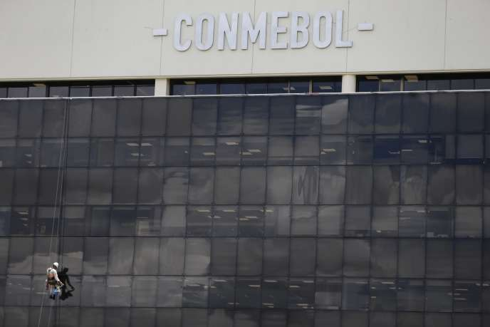 Le président de la Confédération sud-américaine de football (Conmebol), Alejandro Dominguez, a annoncé jeudi29novembre que le match entreRiver Plate etBoca Juniors aurait lieu le 9 décembre à Madrid.