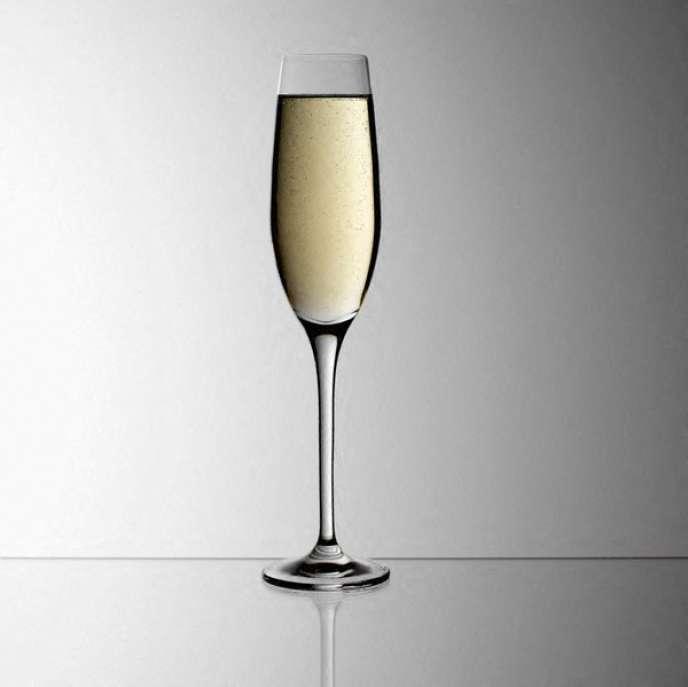 Mise au point par les Anglais vers 1750, la flûte a été créée pour le champagne.