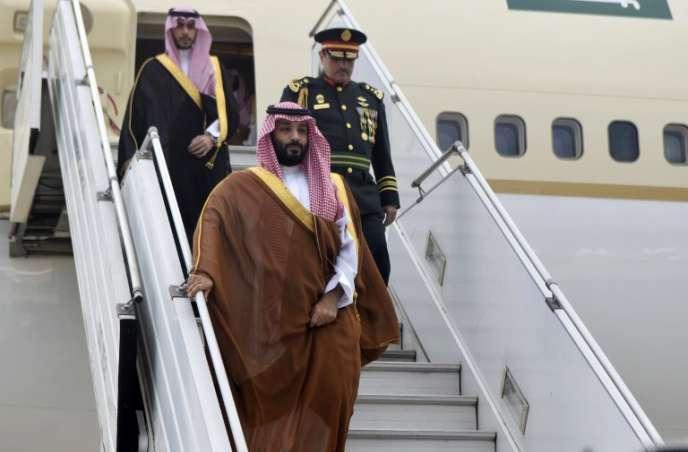 Le prince héritier saoudien Mohammed bin Salman à l'aéroport international Ezeiza, dans la banlieue de Buenos Aires, le 28 novembre 2018.