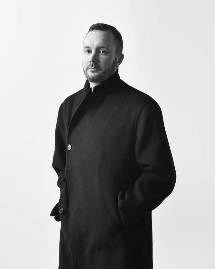 A 39 ans, Kim Jones redéfinit la ligne masculine de Dior.
