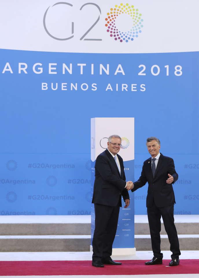 La président argentin Mauricio Macri (à droite) accueille au G20 le premier ministre australien Scott Morrison, à Buenos Aires, le 30 novembre.