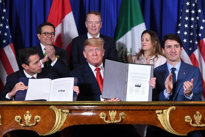 De gauche à droite, les chefs d'Etat mexicain (Enrique Pena Nieto, sur le dernier jour de son mandat, Andres Manuel Lopez Obrador ayant été investi ce samedi 1er décembre), américain (Donald Trump) et canadien (Justin Trudeau) après la signature du nouveau traité de libre échange, en marge du G20 à Buenos Aires, le 30 novembre 2018.
