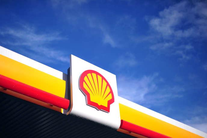 Une station-service Shell. Le géant pétrolier et gazierRoyal Dutch Shell a réalisé13 milliards d'euros de bénéfices en 2017.
