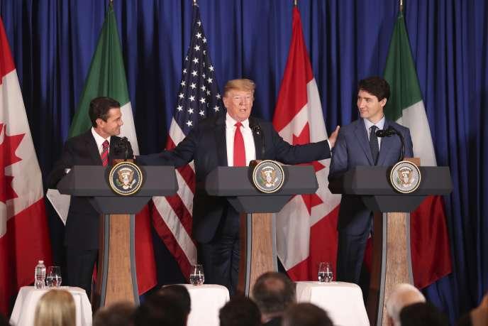 Le président Donald Trump, au centre, entre le président mexicain Enrique Peña Nieto, et le premier ministre canadien Justin Trudeau, avant la signature du nouvel accord de libre-échange entre les Etats-Unis, le Mexique et le Canada (AEUMC), au sommet du G20 à Buenos Aires, en Argentine, le 30 novembre.