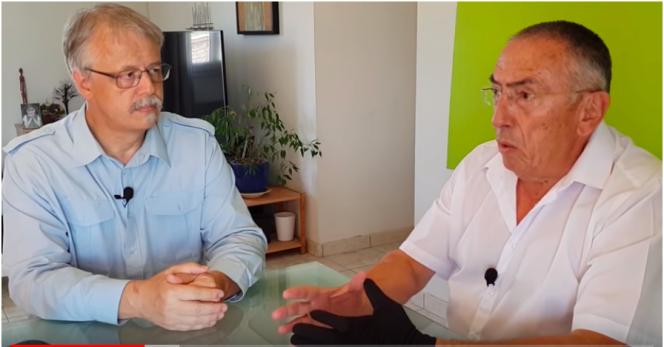 Serge Petitdemange (à droite) et «Monsieur Chaumont». Le vidéaste assure qu'un décret a abrogé la Constitution en 2017, une théorie reprise par une part des