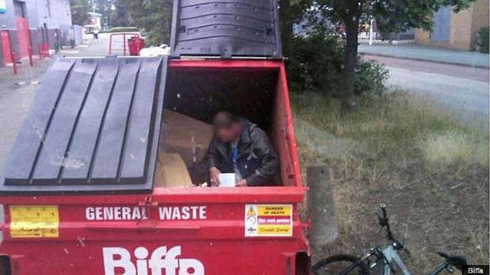 En 2016,l'entreprise Biffa, spécialisée dans les déchets industriels a signalé 175 cas de personnes dormant dans ses conteneurs.