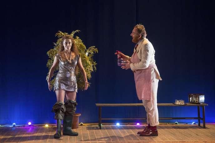 Adeline d'Hermy et Jérôme Pouly dans «La Petite Sirène», mise en scène par Géraldine Martineau, au Studio de la Comédie-Française.