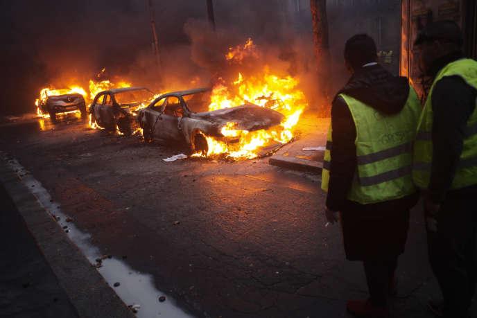 Voitures incendiées, magasins pillés, Arc de triomphe vandalisé... La manifestation des«gilets jaunes» a dégénéré le 1er décembre à Paris.
