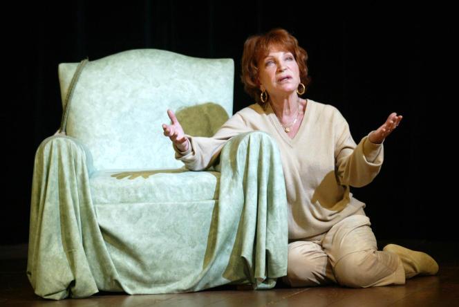La comédienne Maria Pacôme, ici le 13 décembre 2002 au théâtre de la Gaîté-Montparnasse à Paris, est décédée le 1er décembre.