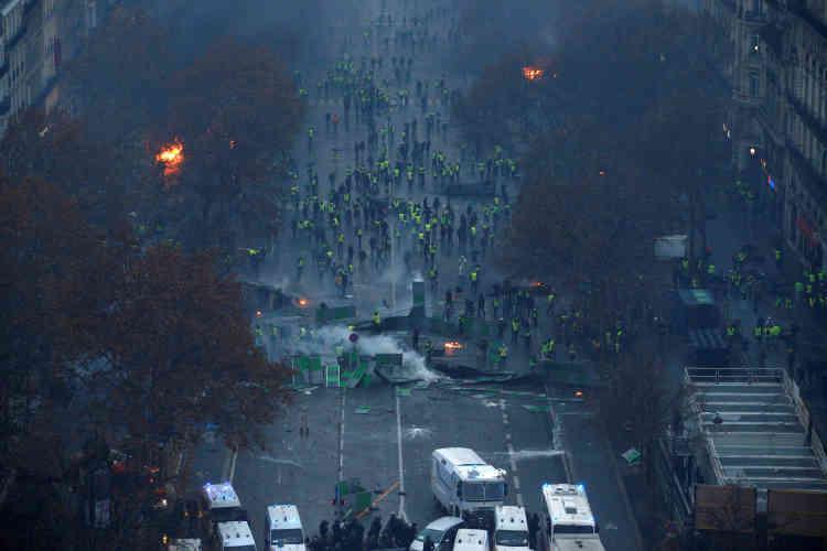L'Avenue de la Grande-Armée vue depuis le toit de l'Arc de triomphe à Paris.