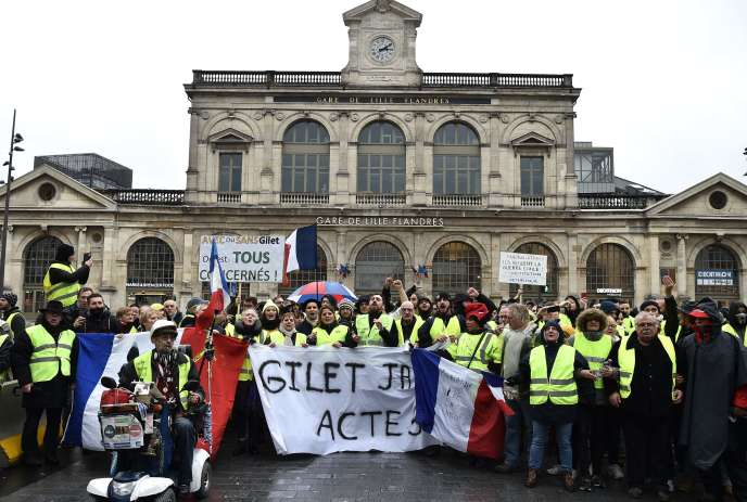 Des«gilets jaunes» ont manifesté à Lille, samedi 1er décembre.