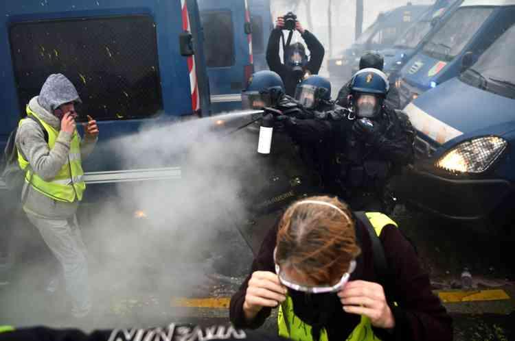 La situation a très rapidement dégénéré à Paris dans le secteur des Champs-Elysées.