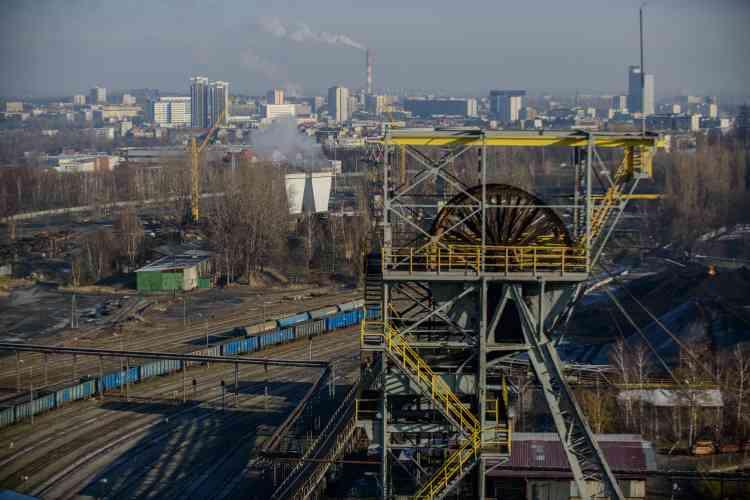 Vue sur Katowice depuis la mine de Wujek, l'une des deux encore en fonctionnement dans la commune. Elles étaient six en 1998.