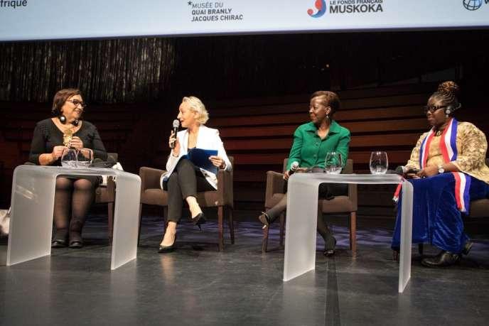 De gauche à droite :Bochra Belhaj Hmida, députée tunisienne; Maryline Baumard, rédactrice en chef du « Monde Afrique»;Louise Mushikiwabo, secrétaire générale de la Francophonie; etWilliametta Saydee Tarr,ministre libérienne du genre et de la protection sociale