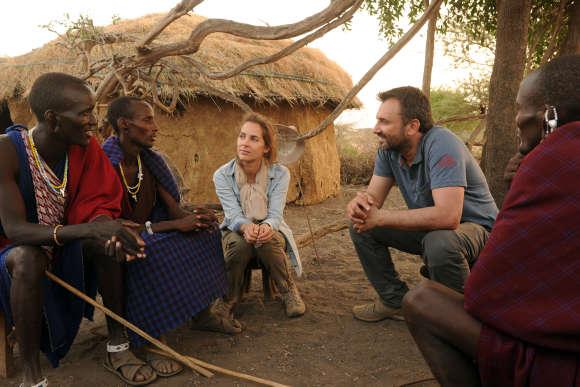 Melissa Theuriau et Frederic Lopezchez les Massaï (Tanzanie)