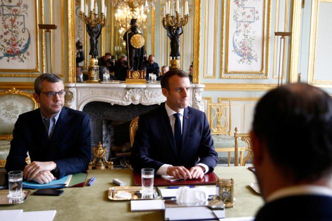 Emmanuel Macron a tenu une réunion de crise à l'Elysée le 2 décembre à Paris, au lendemain des manifestations des« gilets jaunes».